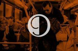9 passeggeri tipo sull'autobus