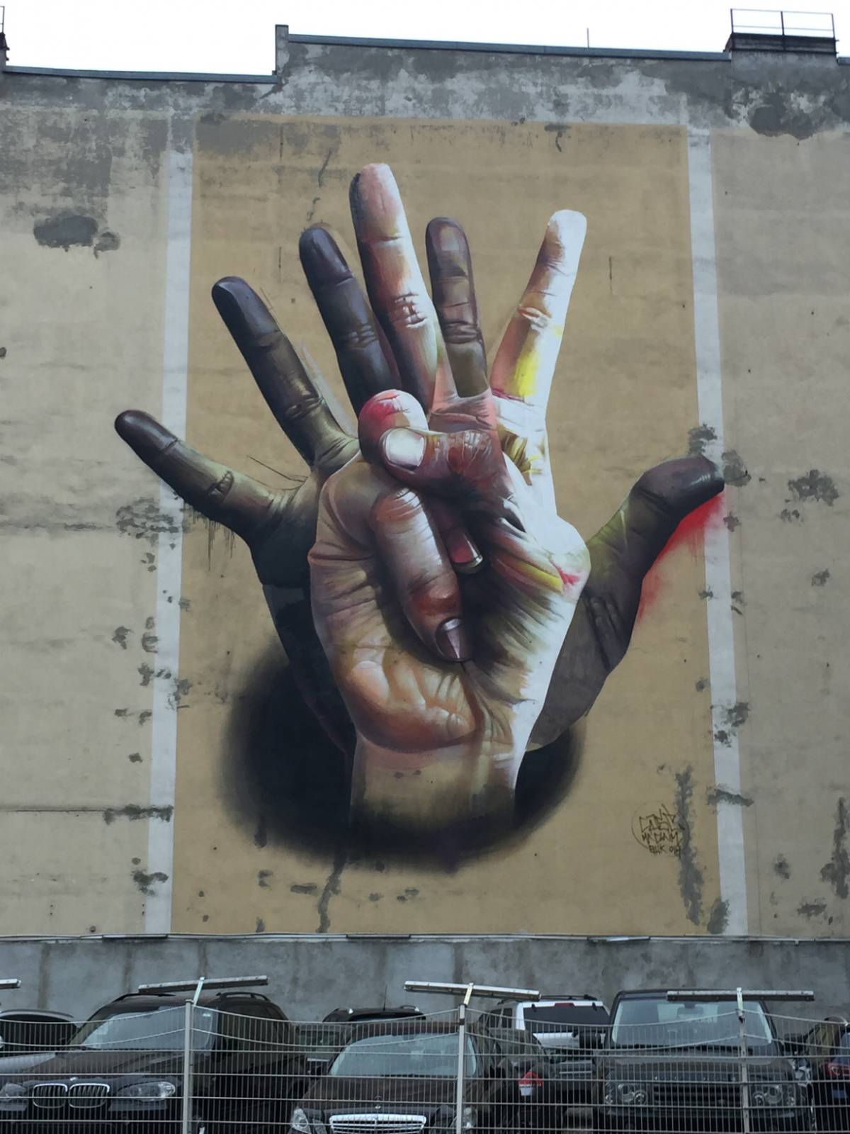 Under the Hand – Case - street art berlino